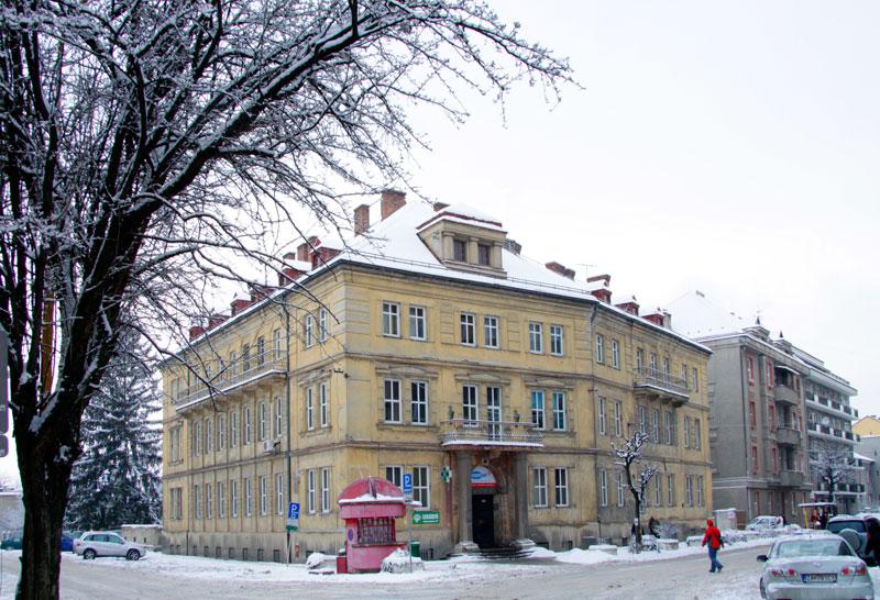 Budova polikliniky pred rekonštrukciou 2011